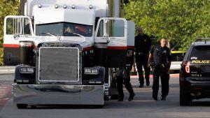 #AsíSopitas: Hallan a ocho personas muertas en camión estacionado en un Walmart de San Antonio, Texas