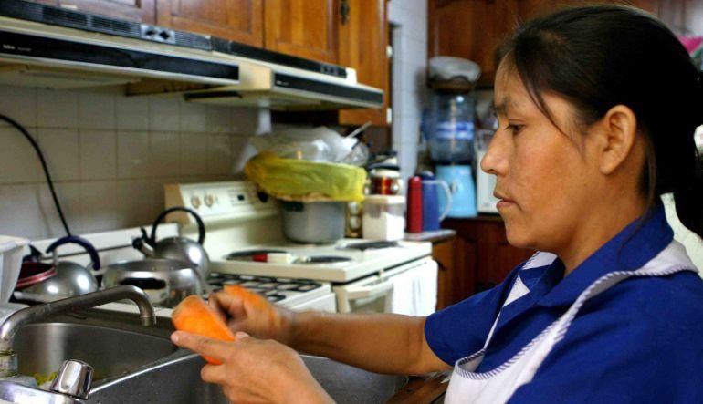"""""""Más de 8 horas laborales, sin comida, con insultos y en ocasiones sin pago"""": Sindicato Nacional de Trabajadoras y Trabajadores del Hogar"""