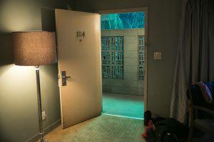 """#AsíSopitas: Hackean a HBO y filtran capítulos de """"Room 104"""""""