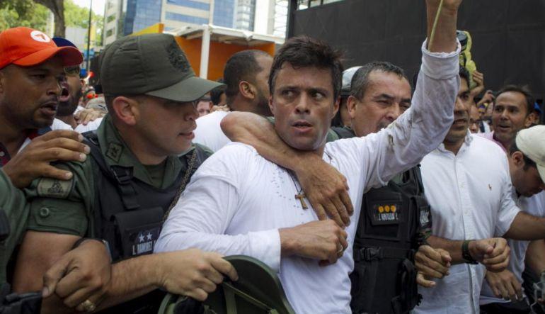 """""""Se llevaron a los opositores en un acto clandestino"""": Odell López, periodista Efecto Cocuyo"""