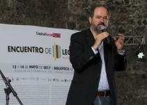"""""""La crónica es un género que nos enseña mucho"""": Juan Villoro"""