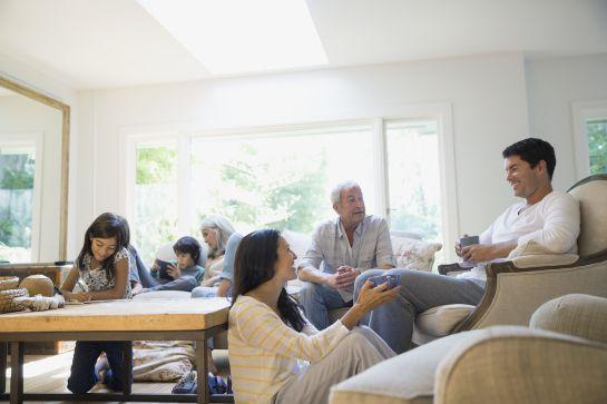 Familiares, psicología,: Los secretos de familia: tesoro o maldición