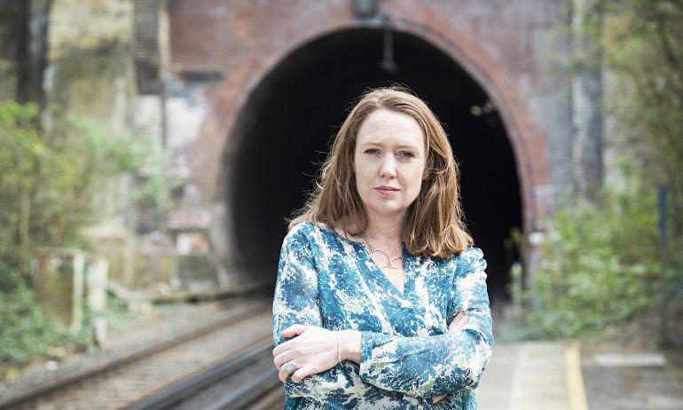 """Paula Hawkins regresa con una nueva novela llamada: """"Escrito en el agua"""""""