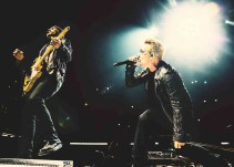 Poema sobre la frontera abre concierto de U2