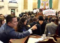 Diputados del PRD Y Morena se enfrentan en la Asamblea Legislativa de la Ciudad de México