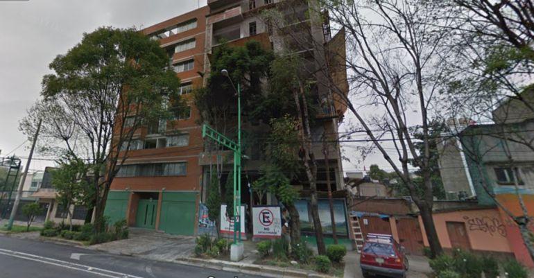 Detienen a dos personas por edificio dañado por sismo en Portales