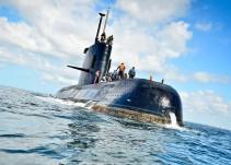 Submarino argentino desaparece con 44 tripulantes