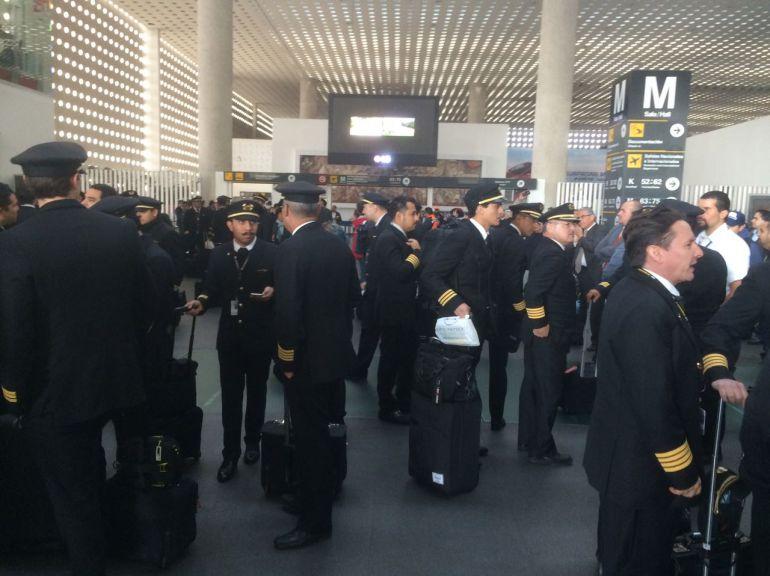 pilotos, protesta, AICM: Levantan pilotos de Aeroméxico paro de labores en el AICM