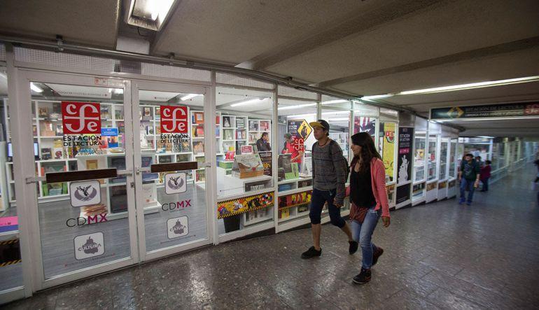 """Arranca """"Piñata de Libros"""" en metro Zócalo y Pino Suarez"""