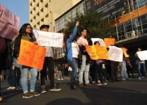 Protestan estudiantes por el cierre de escuela de periodismo