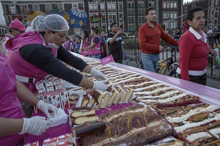 Celebran día de Reyes con Mega Rosca