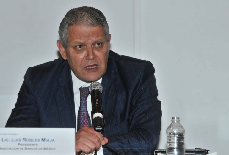 """""""Lo que nos ha costado 25 años construir lo podemos destrozar en semanas"""": Luis Robles Miaja"""
