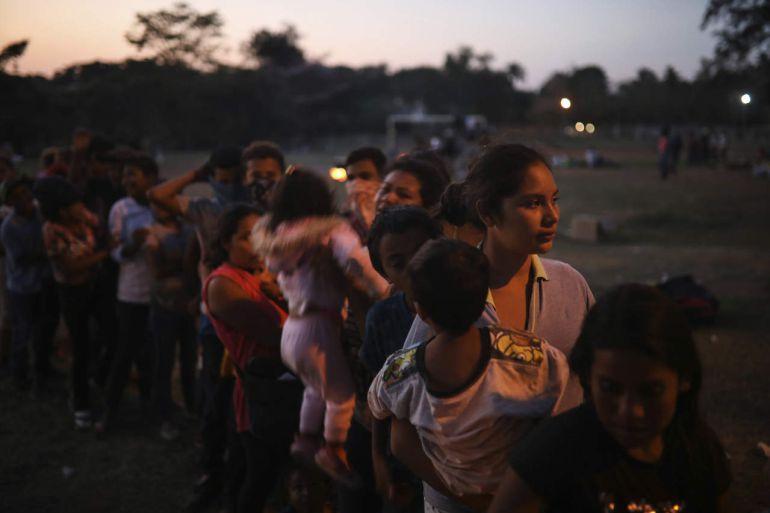 """Irineo Mújica dijo que """"La caravana de migrantes seguirá porque es su decisión, no la de Trump"""""""