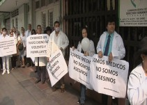 """Médicos no somos asesinos"": Alberto Vázquez"