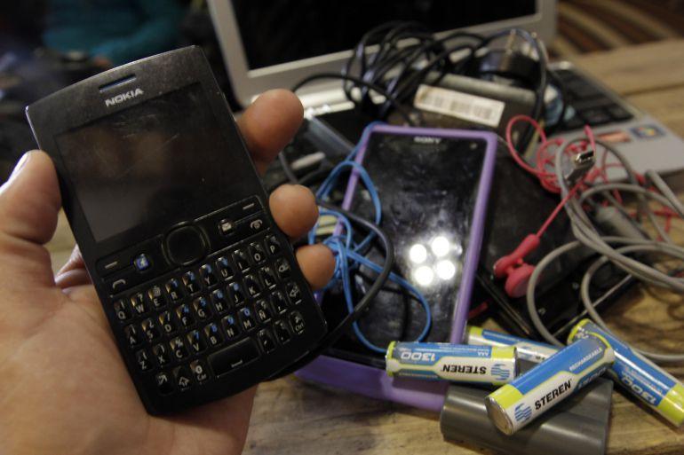 Recuerdan ¿Qué le hicieron a su último celular? ¿Lo tiraron?