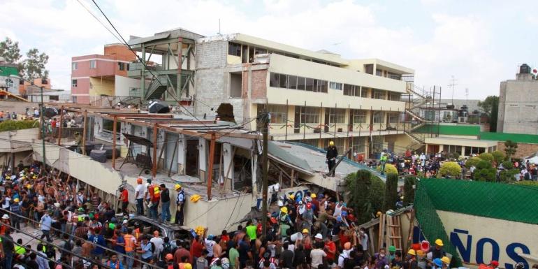 Frenan demolición Rébsamen colegio: Frenan demolición del Colegio Rébsamen