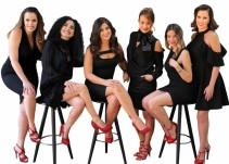 Letras en Tacones por mujeres que escriben descalzas