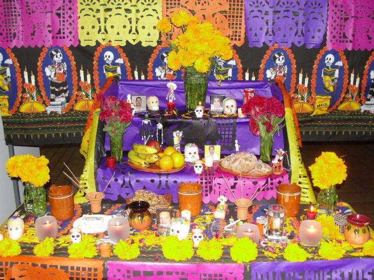 Tradición de altares de muertos