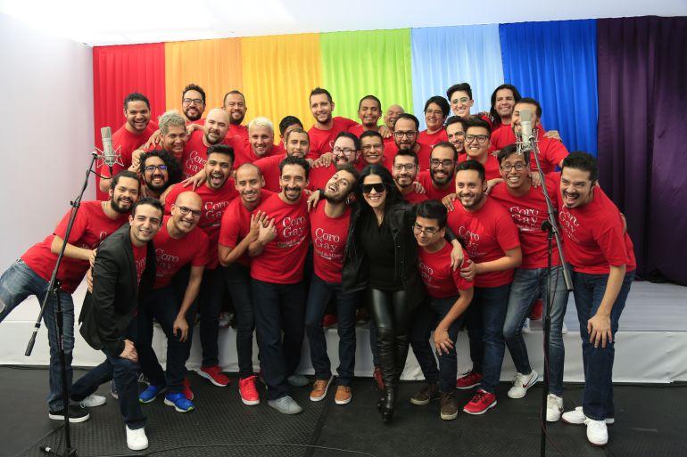 #FBLIVEW: Martha Debayle canta con el Coro Gay de la CDMX