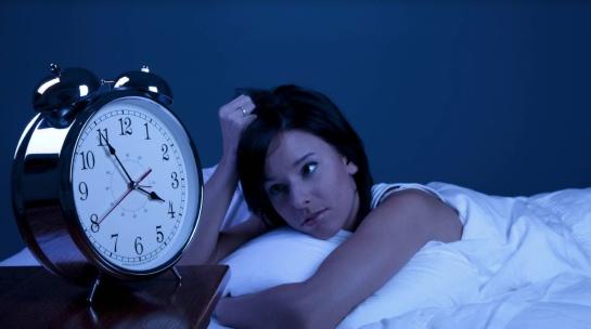 10 pésimos hábitos que pueden terminar en trastornos del sueño