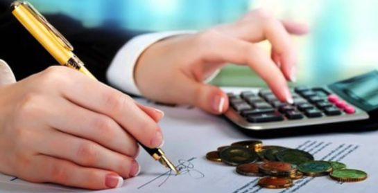La imagen muestra la firma de una solicitud de crédito o préstamo con base al historial generado por el buró de crédito.