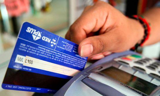 Solicitud de datos bancarios como el número de la tarjeta de crédito para eliminar el mal historial crediticio que se tiene en el buró de crédito