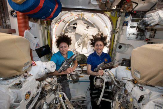 SOPITAS: Primera caminata espacial realizada exclusivamente por mujeres