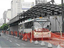 Deja choque de Metrobús y auto dos lesionados en Iztacalco