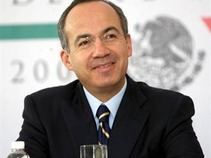 Llama Calderón a un pacto para el crecimiento económico