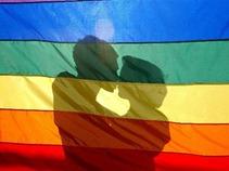 Chocan PGR y GDF por matrimonios gay