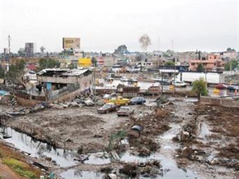 Compra Edomex predios de 32 familias en Valle de Chalco