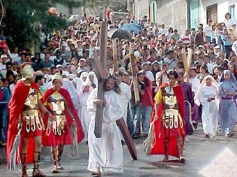 Inicia Vía Crucis en Iztapalapa