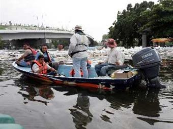 Mandan a evacuar márgenes del río Carrizal en Tabasco