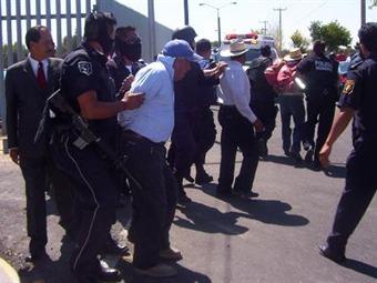 Detienen a indígenas por construir kínder en Hidalgo
