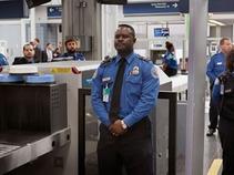 Incrementa malestar en EU por revisiones en aeropuertos