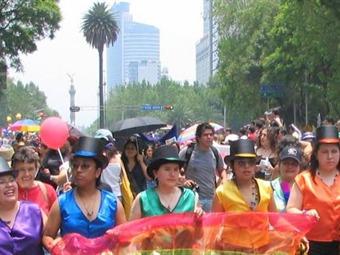 Cierran desfile y marcha circulación en Reforma y Centro Histórico