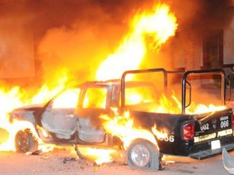 Queman patrullas y amenazan con linchar a funcionario estatal en Tlachichuca Puebla