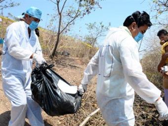 Encuentran en Acapulco 6 cuerpos en fosa clandestina