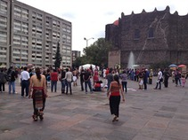 Se concentran jóvenes en Tlatelolco para marcha conmemorativa del 68