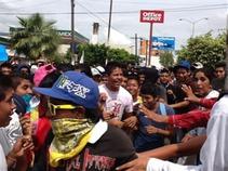 Marchan jóvenes en Guerrero para conmemorar 44 aniversario de la matanza de estudiantes en Tlatelolco