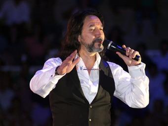Festejará GDF aniversario de Revolución con concierto de 'El Buki' en el Zócalo