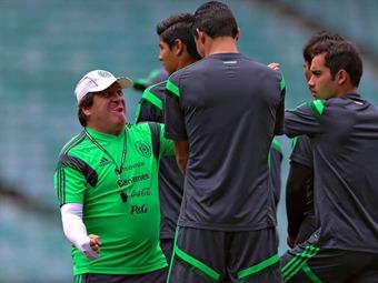 México prepara el Mundial con medio plantel
