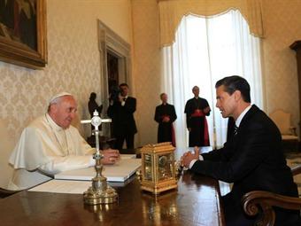 Papa habla de violencia, narcotráfico y emigración con presidente mexicano