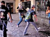 Estudiantes morelenses cometen actos vandálicos en marcha del 2 de octubre