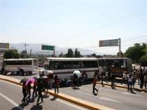 Se movilizan normalistas de Michoacán en apoyo a sus compañeros de Ayotzinapa