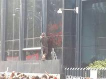 Causan manifestantes daños a sede de PGR