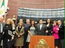 Senado homenajea a artistas, ellos reclaman por tratado de Beijing