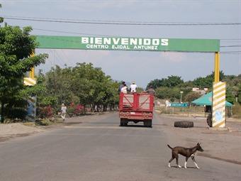 Detención de líder autodefensa provoca bloqueo en Tierra Caliente, Michoacán
