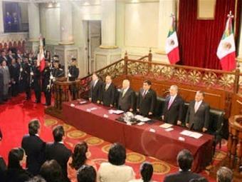 Histórico: sesiona Senado en Palacio Nacional