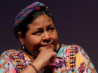 Exhorta Rigoberta Menchú a familiares de los 43 desaparecidos a hablar con la verdad